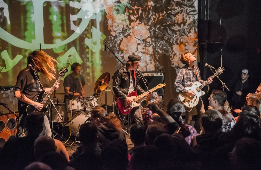 Kurjami uue albumi esitlus Genialistide klubis. Vasakult basskitarrist Priit Liiviste, trummar Olavi Sander, vokalist Marko Sigus ja kitarrist Kristjan Jaan Pärn