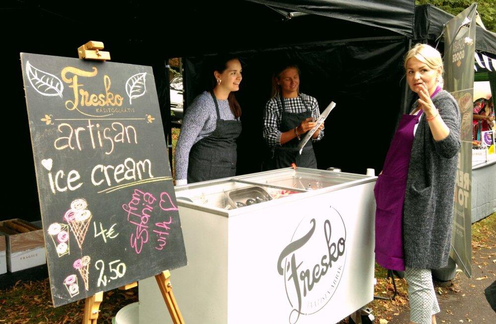 FOTOD | Vihmase Läti veganifestivali külastajaid lummasid Fresko jäätised ja eestlaste müüdud šokolaadid