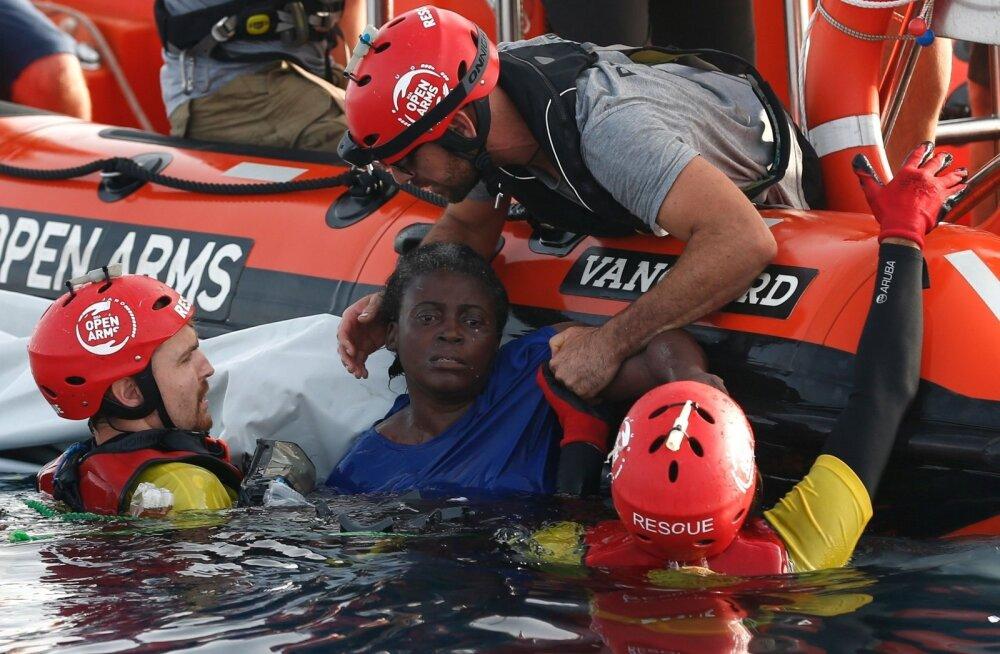 Hispaania abilaeva meeskond päästis eelmisel nädalal migrante Liibüa ranniku lähedal.