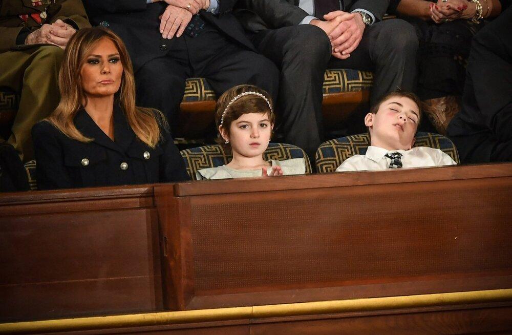 VIDEO | Presidendiga sama perekonnanime pärast kiusatud ja erikülalisena kohale kutsutud poiss jäi Trumpi kõne ajal magama