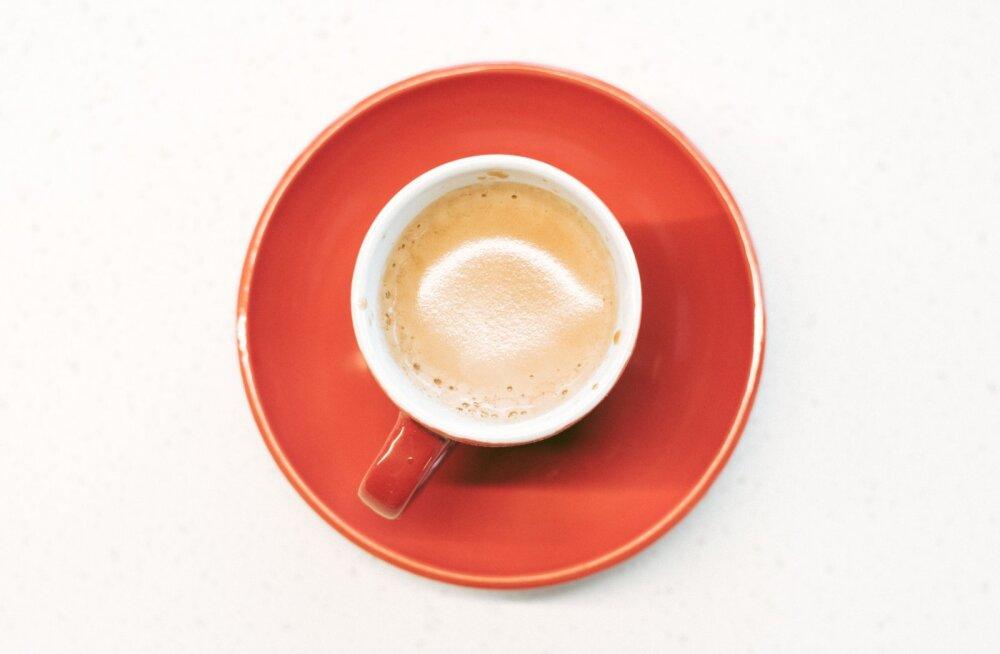 Oled üks neist inimestest, kes ei alusta hommikut ilma kohvita? See on põhjus, miks sa ei tohiks seda kunagi tühja kõhu peale juua