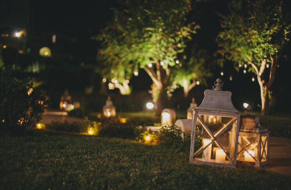 Välisvalgustus muudab aia hubaseks ning loob turvalise kodutunde. Kuidas aeda valgustada?