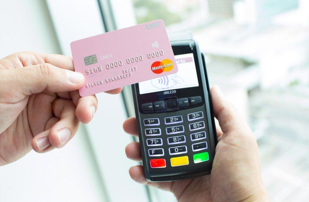 В Эстонии лимит по бесконтактным платежам повысят до 25 евро