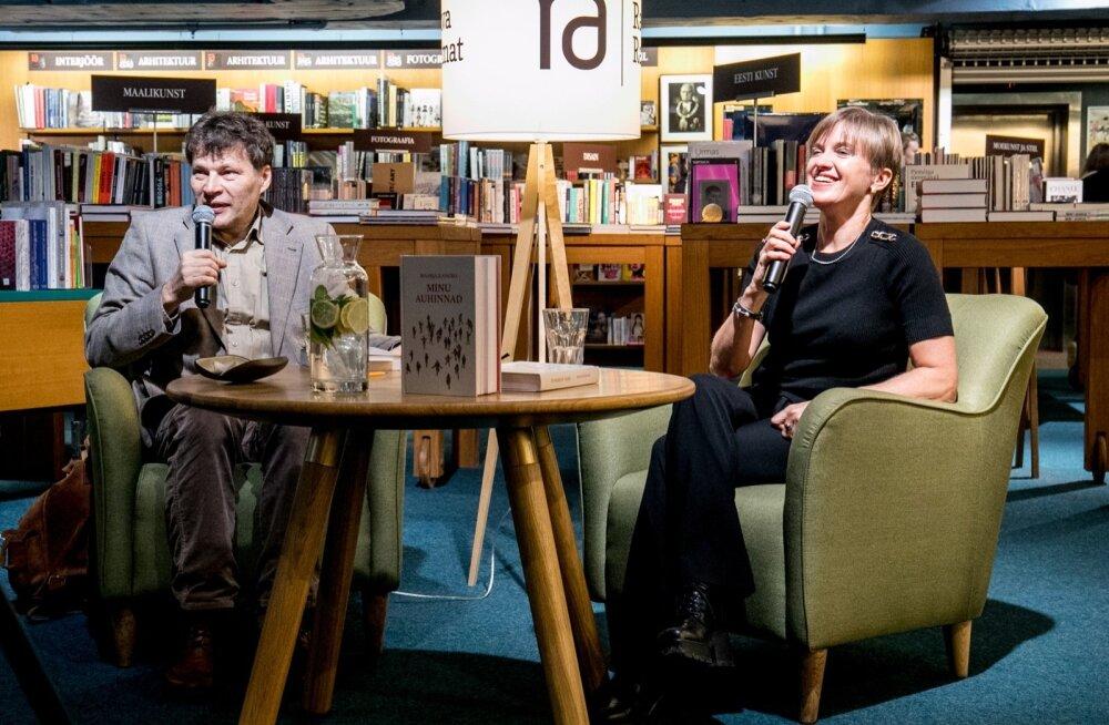 Andrei Hvostov ja Maarja Kangro Viru keskuses toimunud raamatuesitlusel.