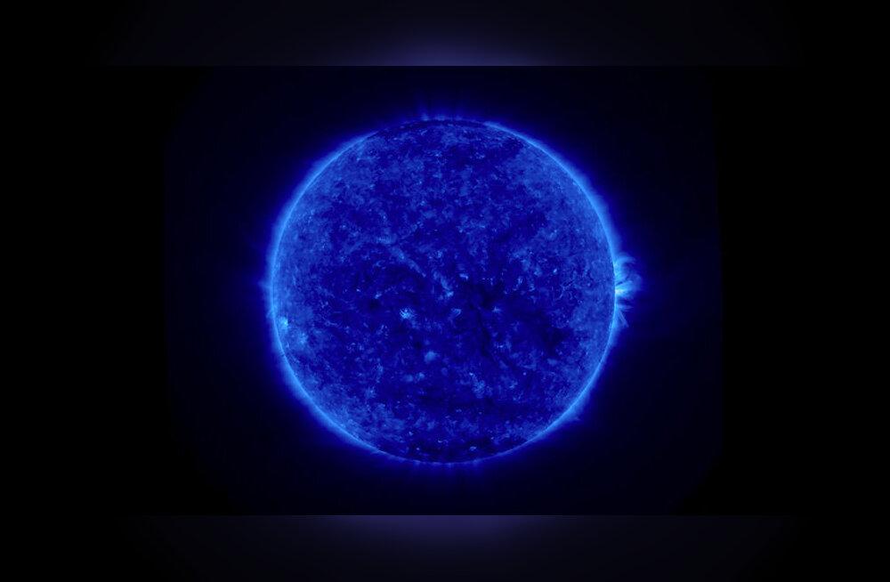 Конец света?! Синее Солнце затмило разум