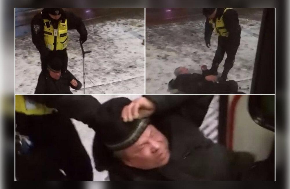 На охранника, выдворившего инвалида из трамвая, заведено уголовное дело