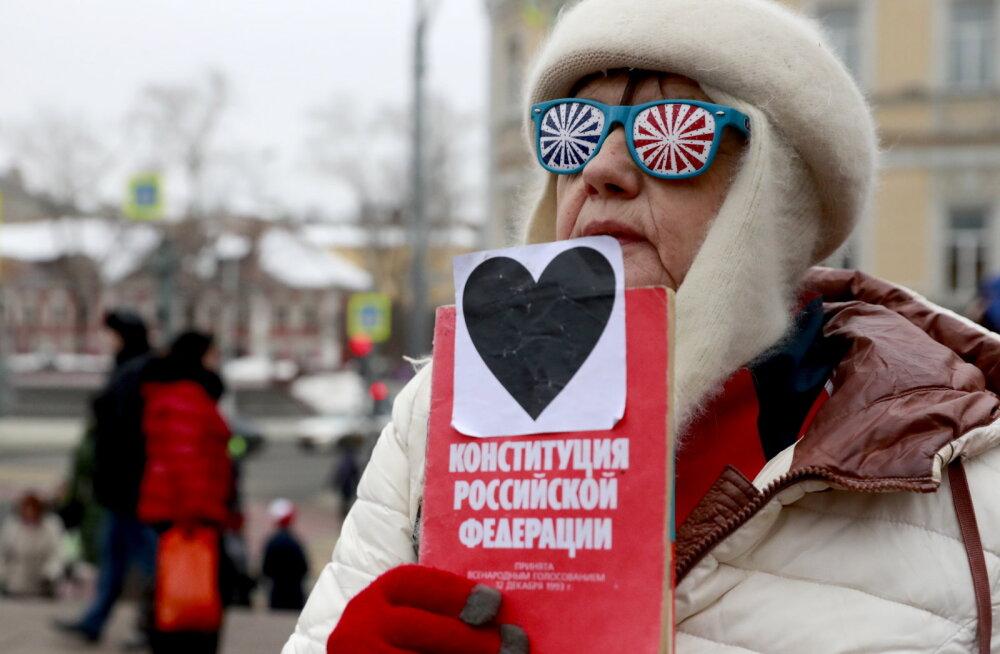 """В Москве около тысячи человек вышли на """"Марш материнского гнева"""""""