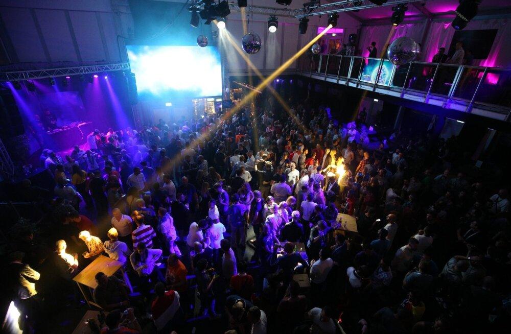 Eurovisionile kaasaelamist alustati kodus televiisori ees, aga õhtu lõpuks läks Euroklubis siiski pidu käima.