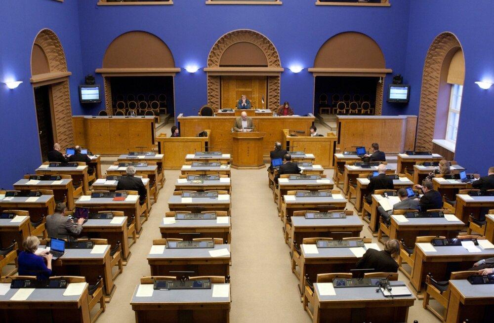Riigikogu arutab täna suure hulga eelnõude üle.