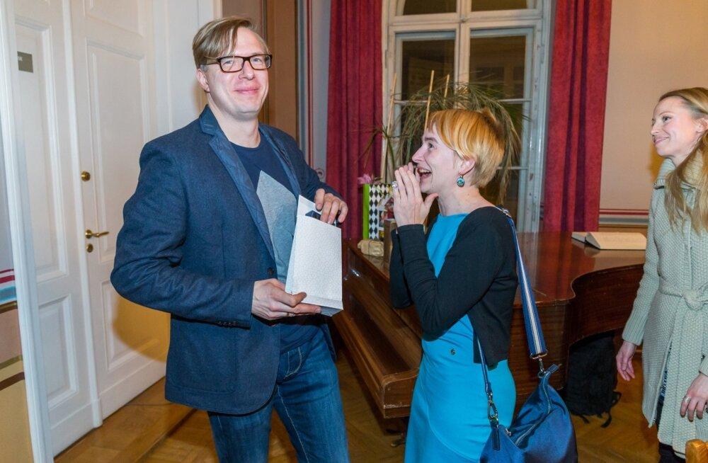 """Tartlase Urmas Vadi romaani """"Neverland"""" esitlus kujunes kodulinnas äärmiselt menukaks."""