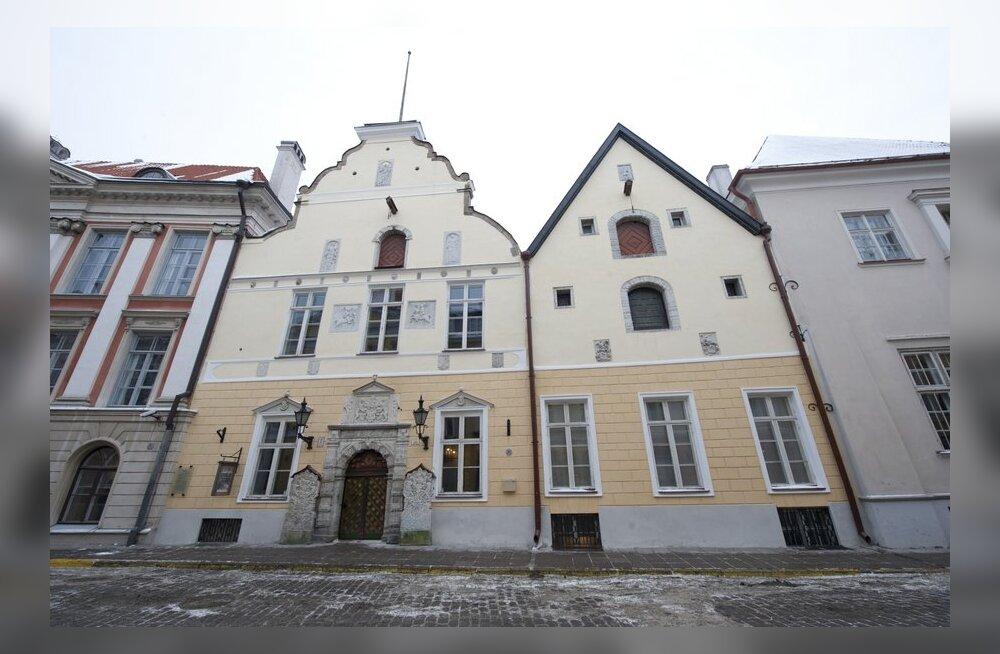 Таллинн одержал в административном суде победу в споре вокруг зданий Братства Черноголовых