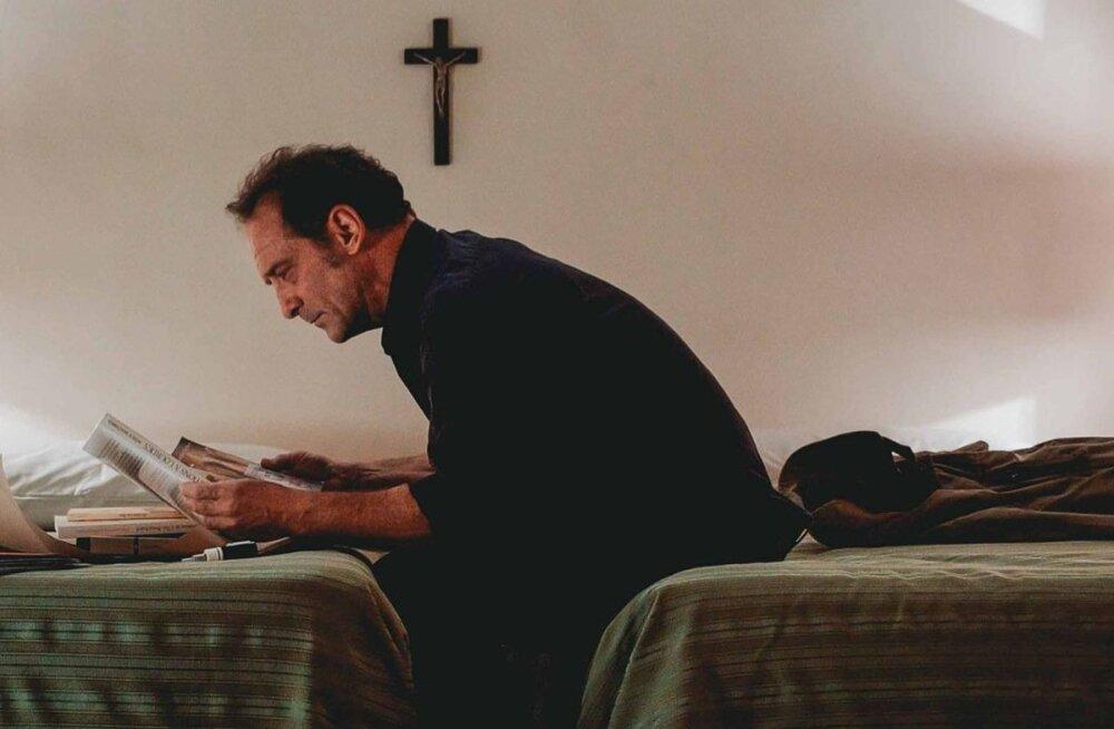 OMAPÄRANE TÖÖÜLESANNE: Uuriv ajakirjanik Jacques Mayano (Vincent Lindon) asub Vatikani palvel Neitsi Maarja ilmumist uurima.