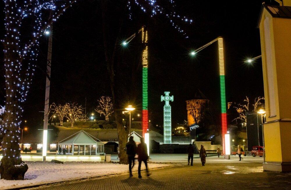 Vabaduse väljak Leedu lipu värvides