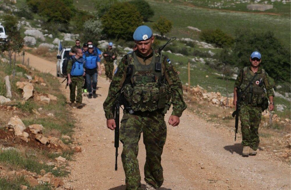 Leitnant Virko Luide juhib jalgsipatrulli Liibanoni külavaheteel. Patrull liigub ümbrust kontrollides mägisel alal jalgsi vähemalt kaks tundi korraga. Autod järgnevad neile julgestades.