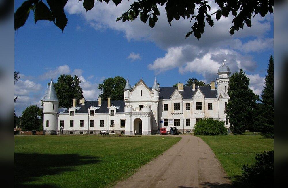Ulmeline unistus sai teoks: restaureeritud ja sisustatud Alatskivi loss avab uksed