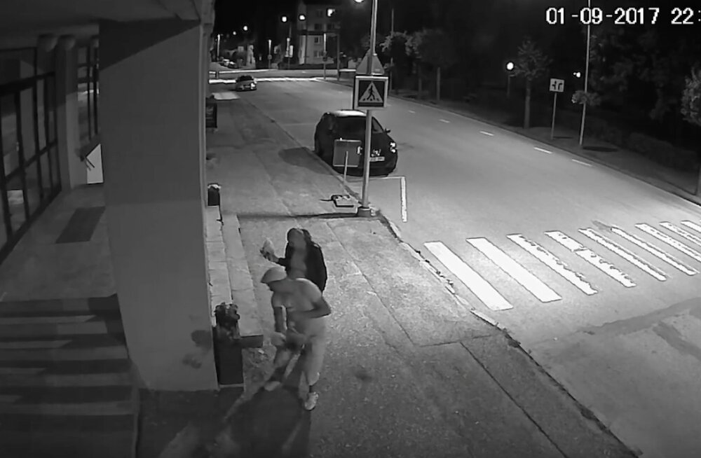 VIDEO | Romantika Võru moodi: öösel kallimale lilli kinkida tahtnud mehepoeg rebib need jõuga linna lillepotist