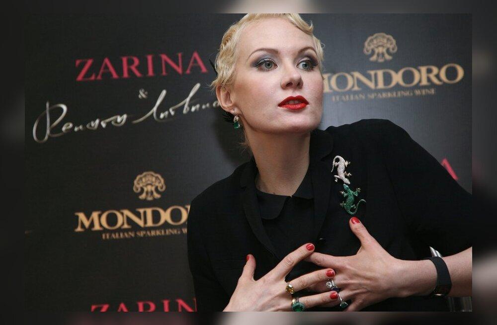 ФОТО: Рената Литвинова сразила Канны своим нарядом