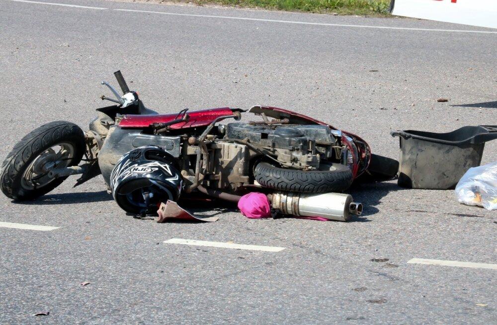 Liiklusõnnetus Kuressaares mopeed ja sõiduauto Honda