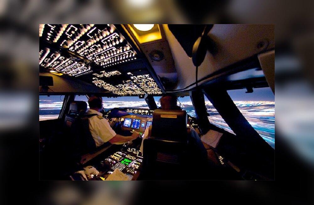 Рассветы, бури и северные сияния: пилот показывает, как это — работать на высоте 11 км