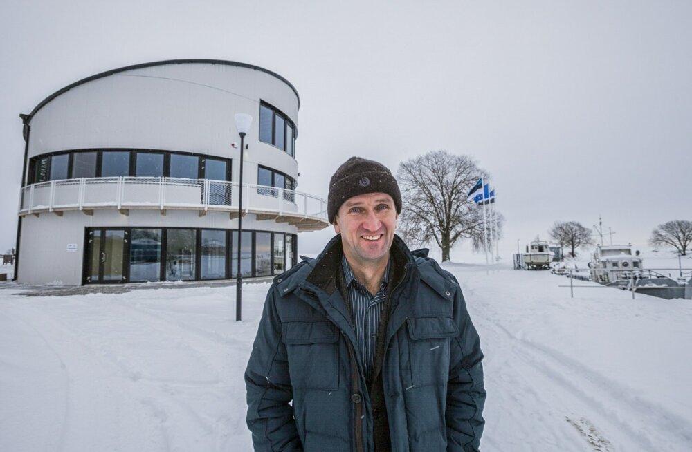 Mustvee endine linnapea Pavel Kostromin, kes teenis fiktiivsete autoremondiarvetega umbes 8500 eurot, pole pidanud sentigi tagasi maksma ja võeti taas linna palgale.