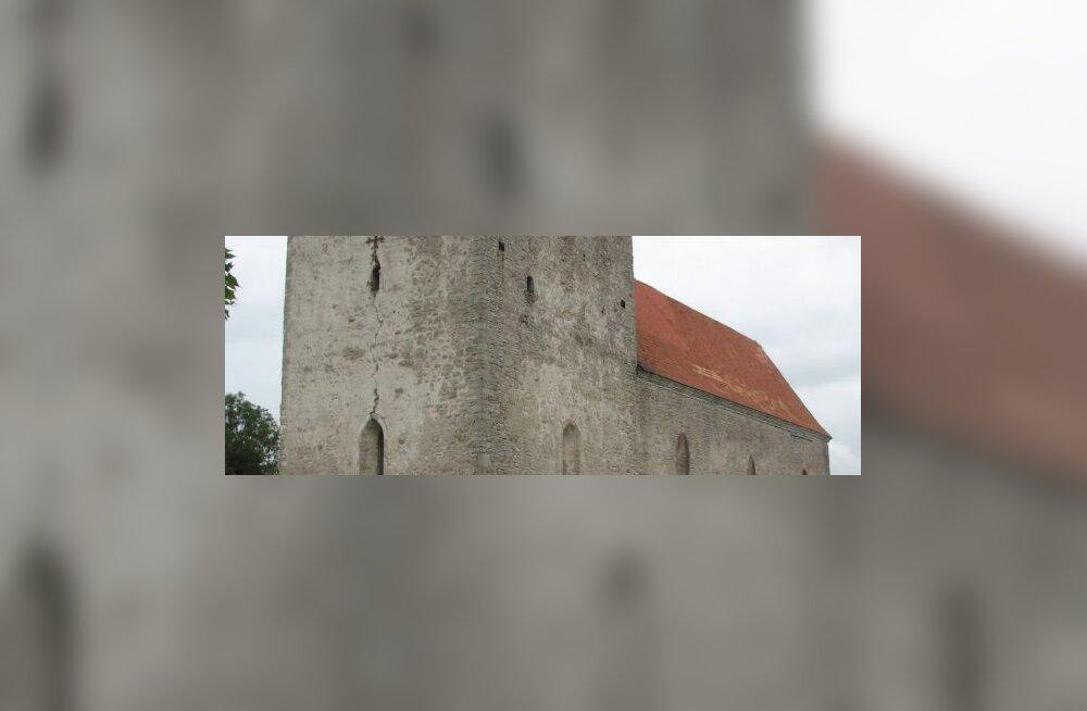Ahvenamaal püüti süütepudelitega kirikut süüdata