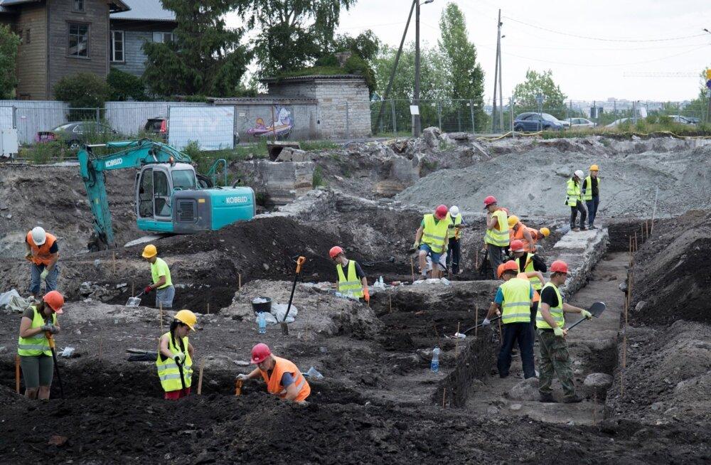 Arheoloogilised kaevetööd jätkuvad Kalamajas terve suve.