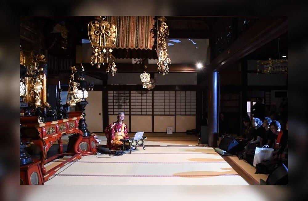 ВИДЕО: В японском храме прошла необычная служба в формате техно-вечеринки