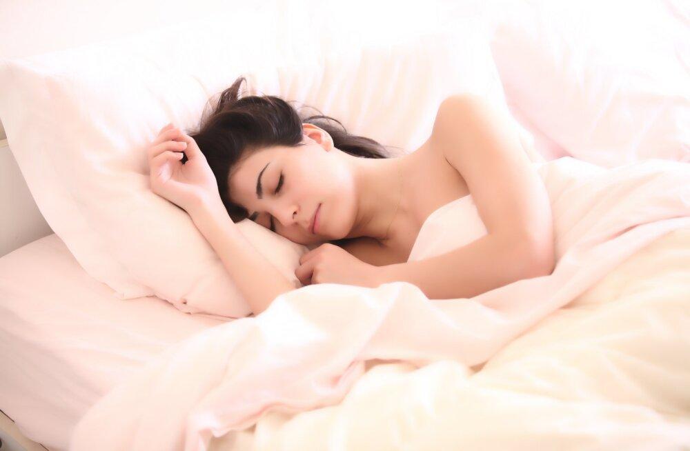 6 põhjust, miks peaksid öösel magama alasti