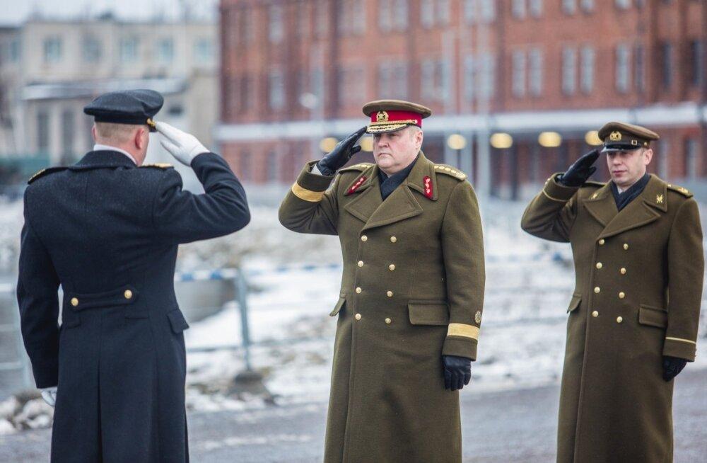 Kaitseväe juhataja neljatärni kindral Riho Terras (keskel)