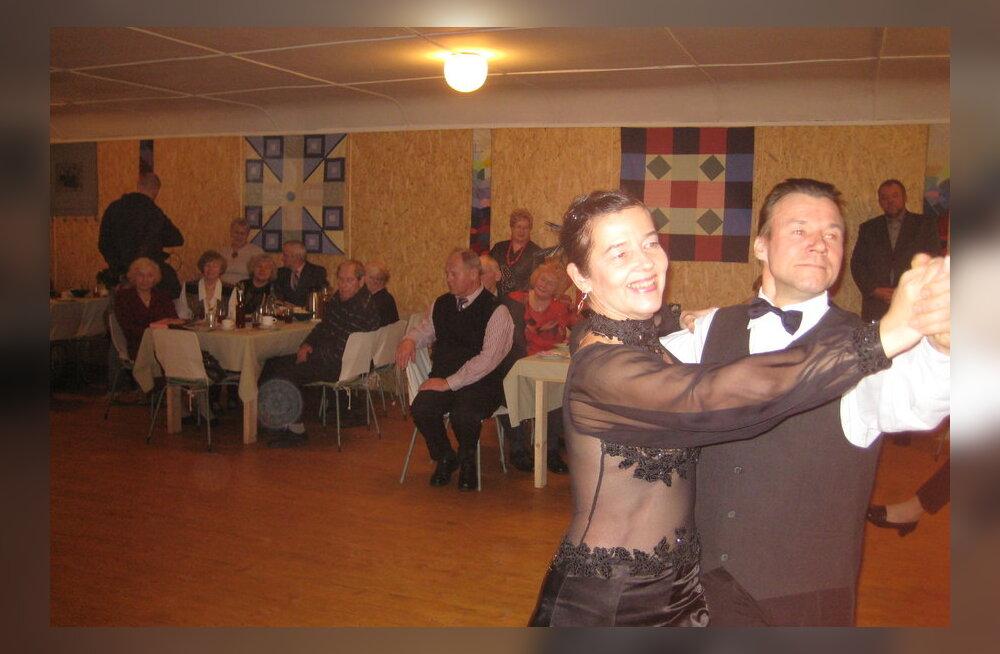 TV3 käis filmimas Koksvere seltsimajas eakate peol