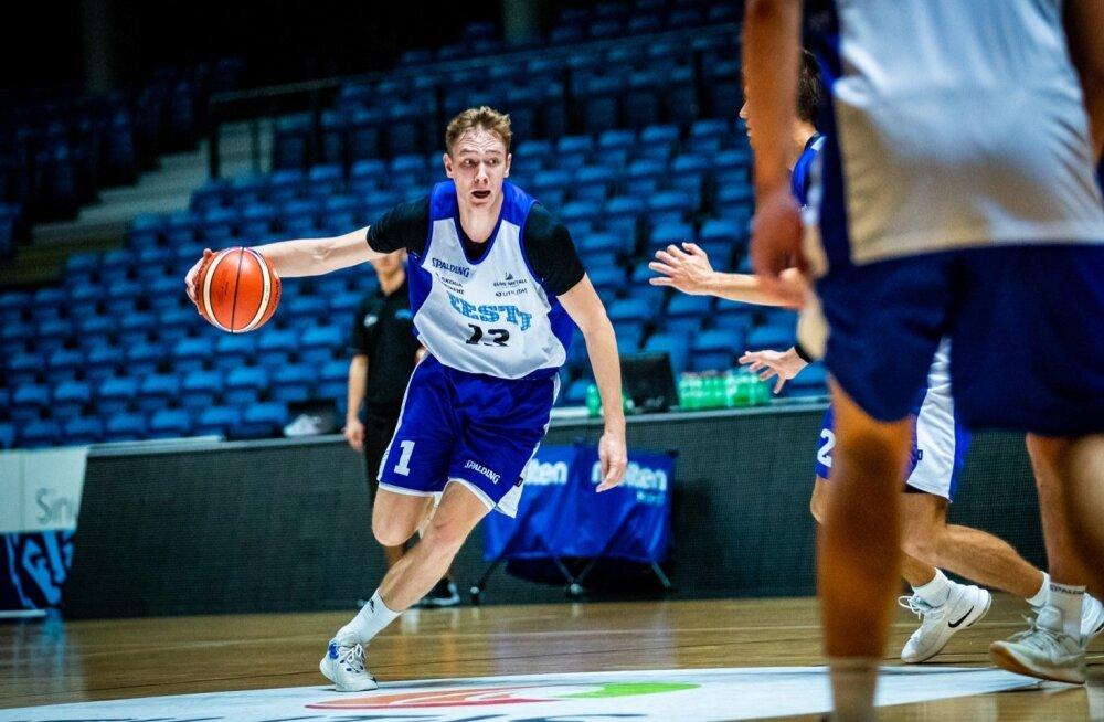 Sander Raieste Eesti korvpallikoondise treeningul