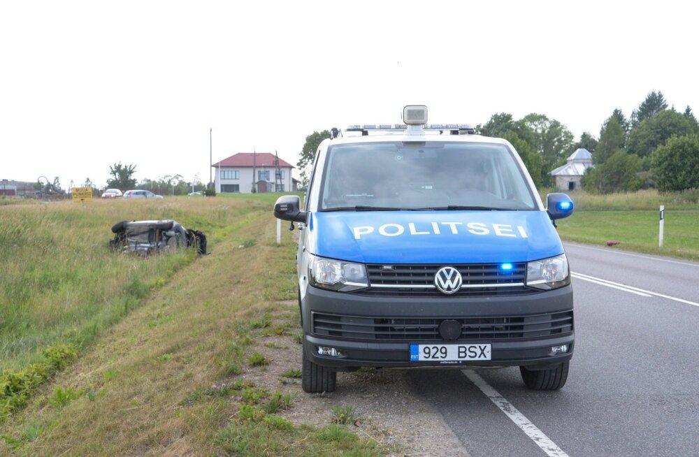 Viljandimaal sõitis auto kraavi