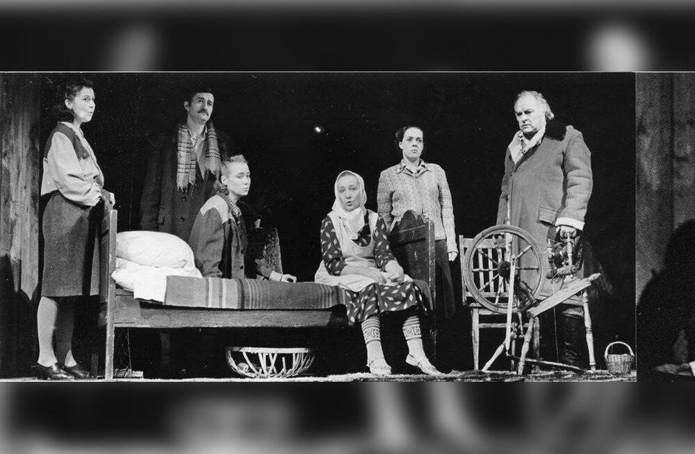 """Mikk Mikiver tõi 1983. aastal draamateatris lavale Jaan Kruusvalli näidendi """"Pilvede värvid"""", kus osades mängisid Helle-Reet Helenurm, Hans Kaldoja, Helle Pihlak, Ita Ever, Mari Lill ja Rein Aren."""