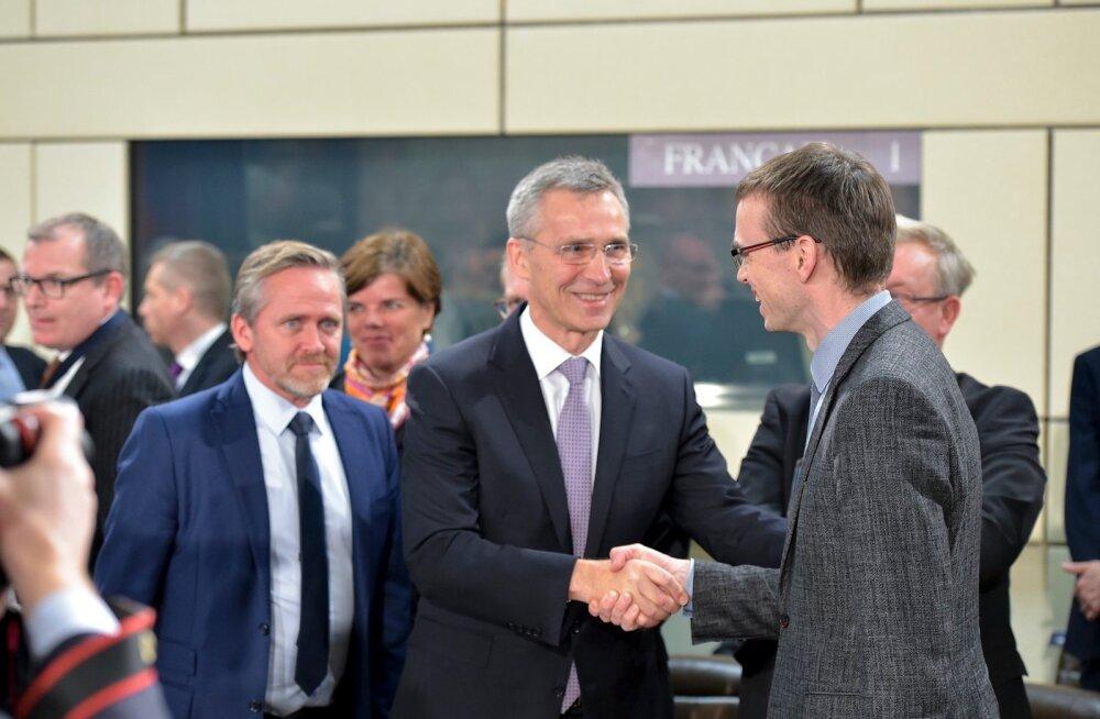 NATO peasekretär Jens Stoltenberg tervitasalliansi kohtumiste debüüdi teinud välisministrit Sven Mikserit kui vana sõpra.