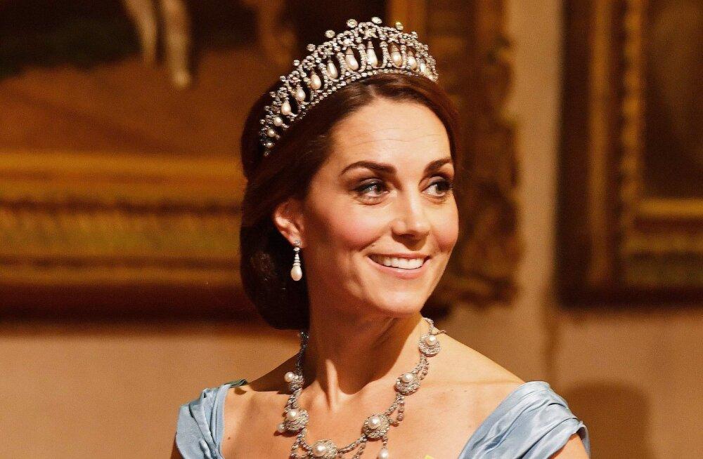 FOTOD | Ajalooline hetk! Cambridge'i hertsoginna pälvis kuningannalt olulise tunnustuse
