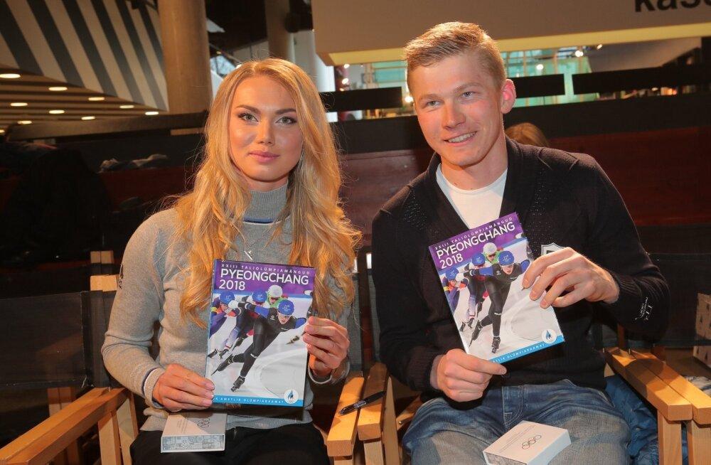 Saskia Alusalu ja Karel Tammjärv olümpiaraamatuga