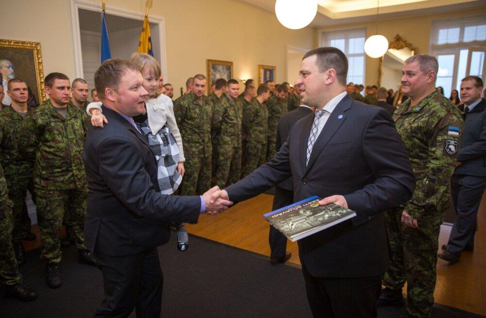 Премьер-министр Ратас поблагодарил военных, участвовавших в международных миссиях