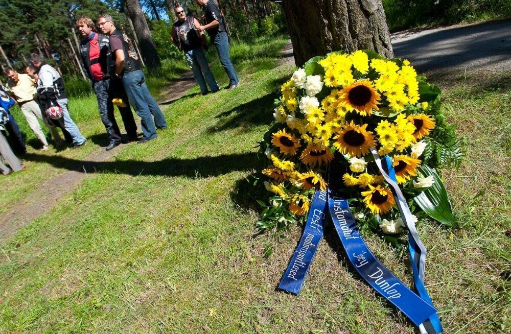 Motomeeste mälestusteenistus Joey Dunlopi hukkumispaigas
