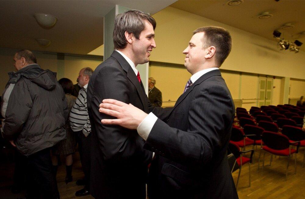 Jüri Ratas tahtnuks koos Rainer Vakra ja sotsidega juhtida ka Tallinna, ent pealinna keskerakondlased arvasid teisiti.