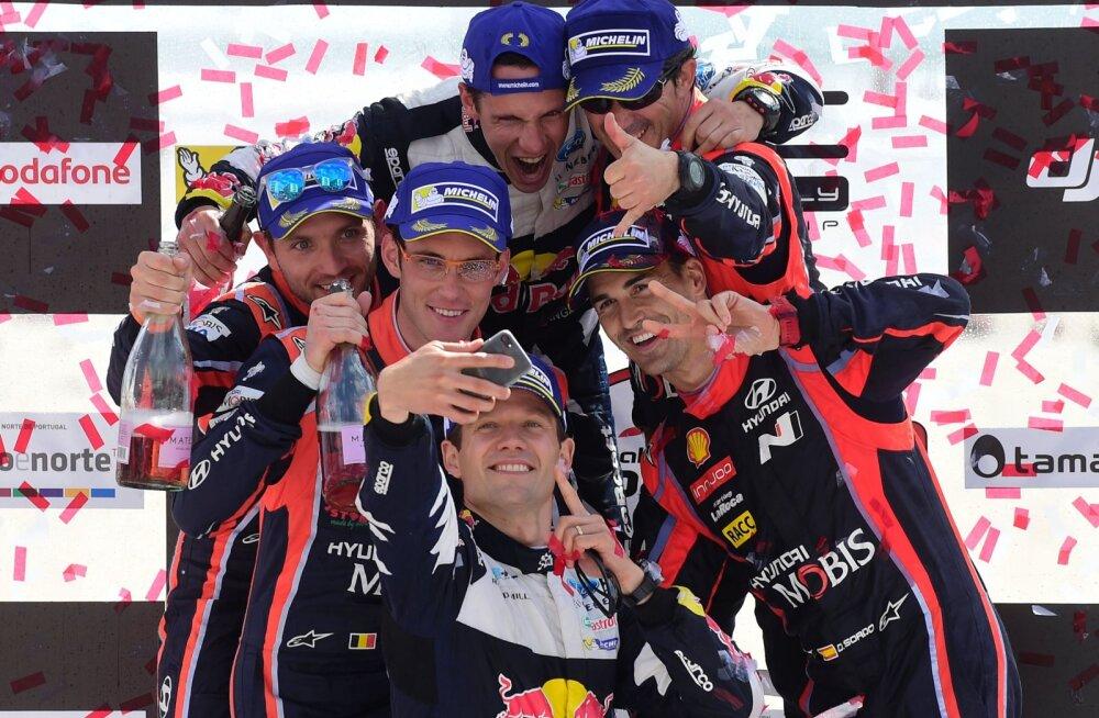 Sebastien Ogier (keskel) kõrval paremal Dani Sordo