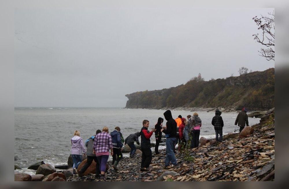 Valgu kool käis vihma trotsides Eesti loodust avastamas