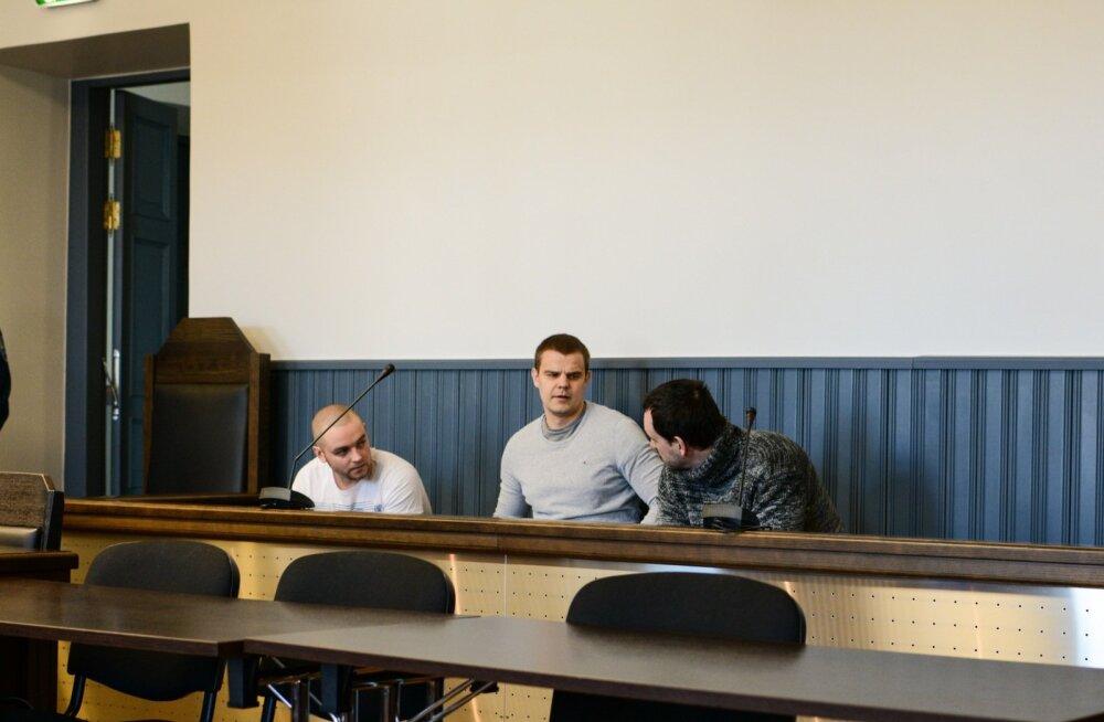 Süüdistatavad (vasakult) Rauno Udeküll, Raivo Olev ja Martin Tanning