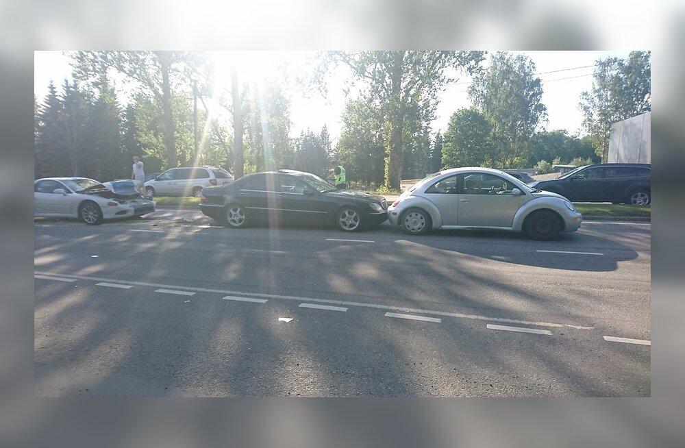 ФОТО: В Лаагри произошла цепная авария, движение нарушено