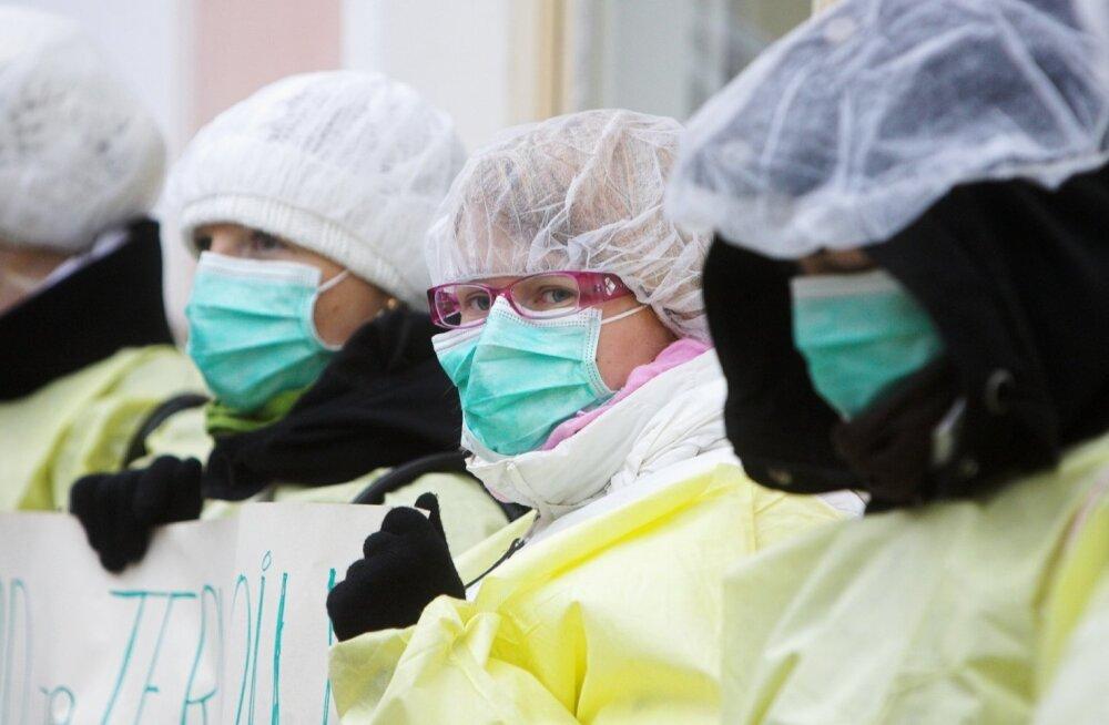 Meditsiiniõdede ja medtöötajate meeleavaldus Toompeal