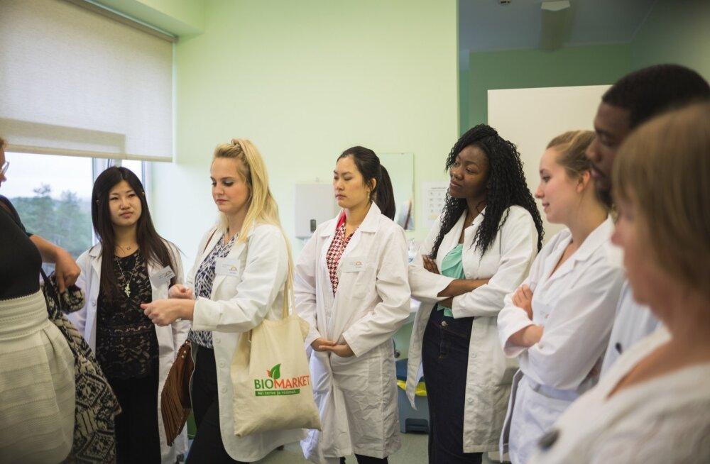USA tudengid Lõuna-Eesti Haiglas töövarjutamas