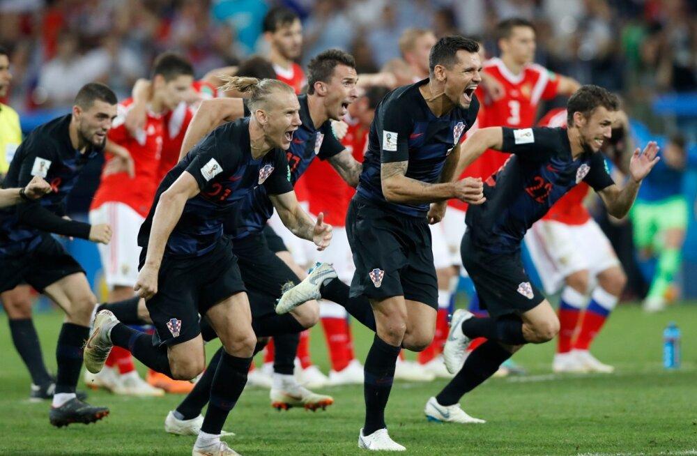 Horvaatia jalgpallikoondis tähistamas Venemaa alistamist.
