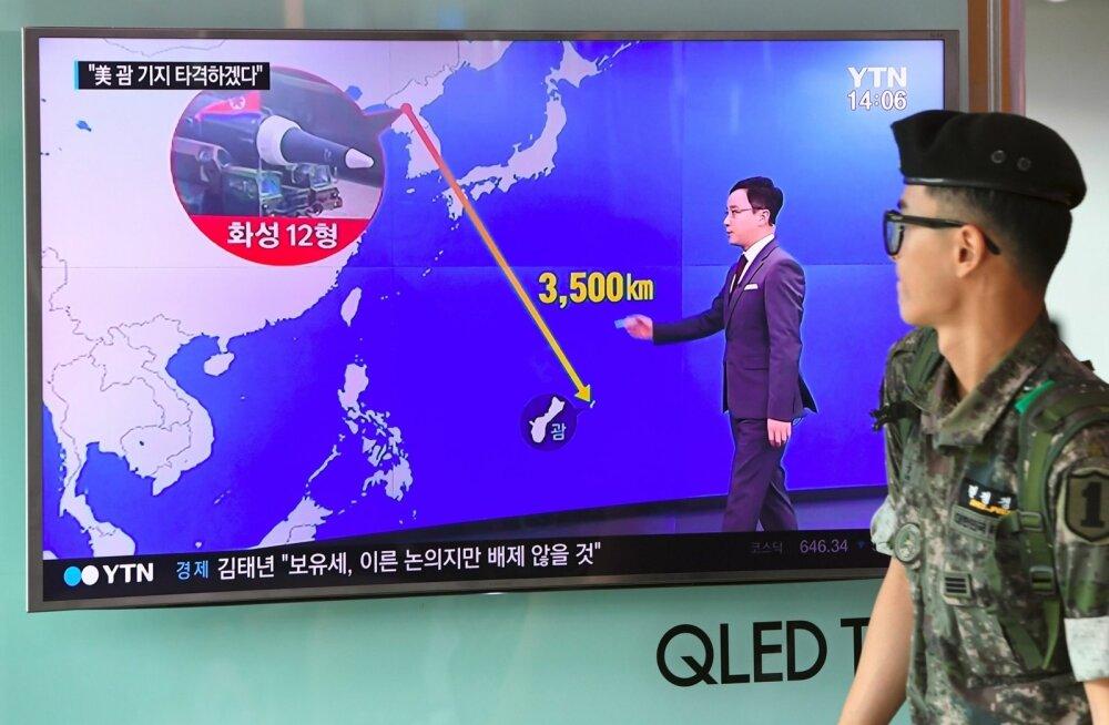 Lõuna-Korea sõdur möödub uudistest.