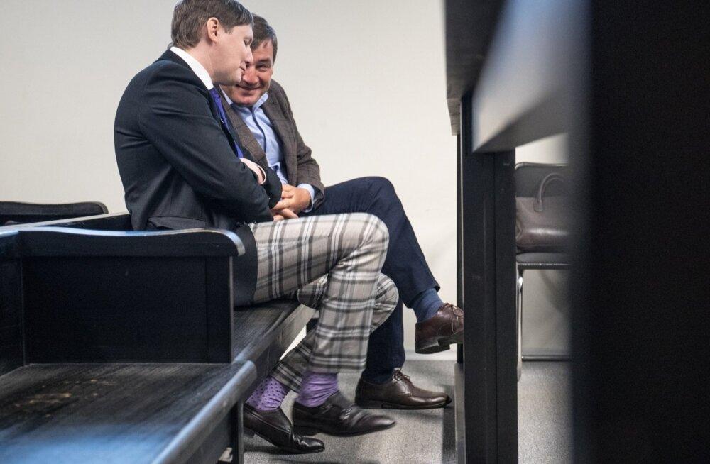 Marko Kilk (vasakul) ja Tõnis Allik olid eile valmis kohtus ütlusi andma, kuid prokurör neid veel ei küsitlenud.