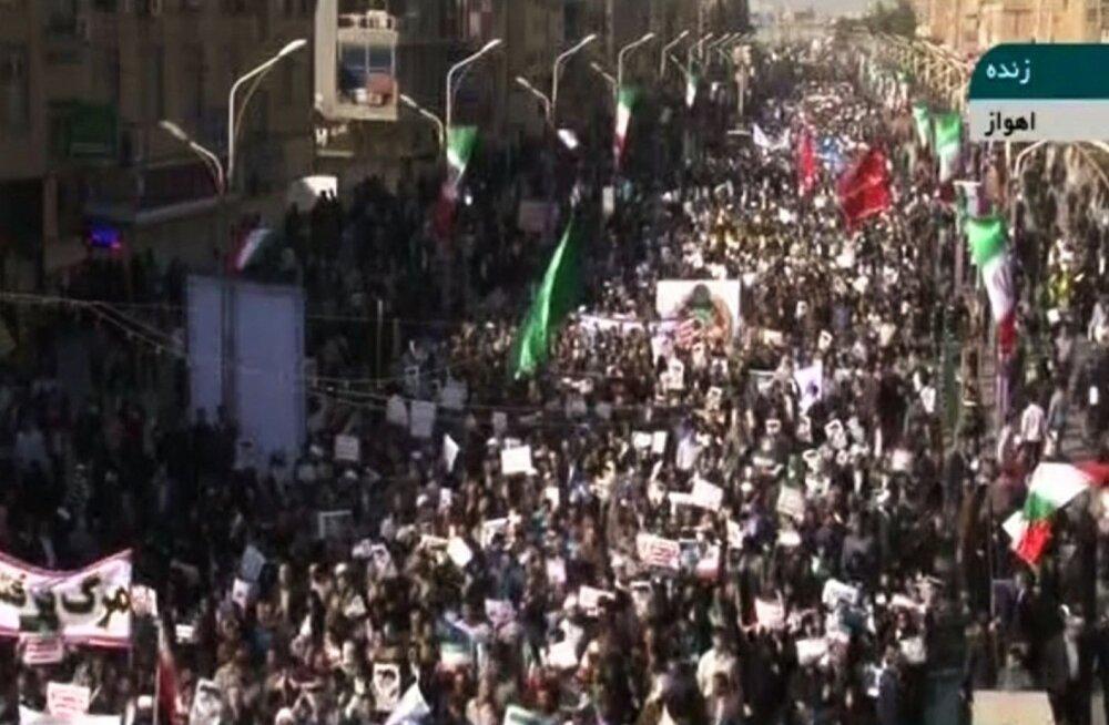 Iraanis tulid täna massiliselt tänavatele valitsuse toetajad