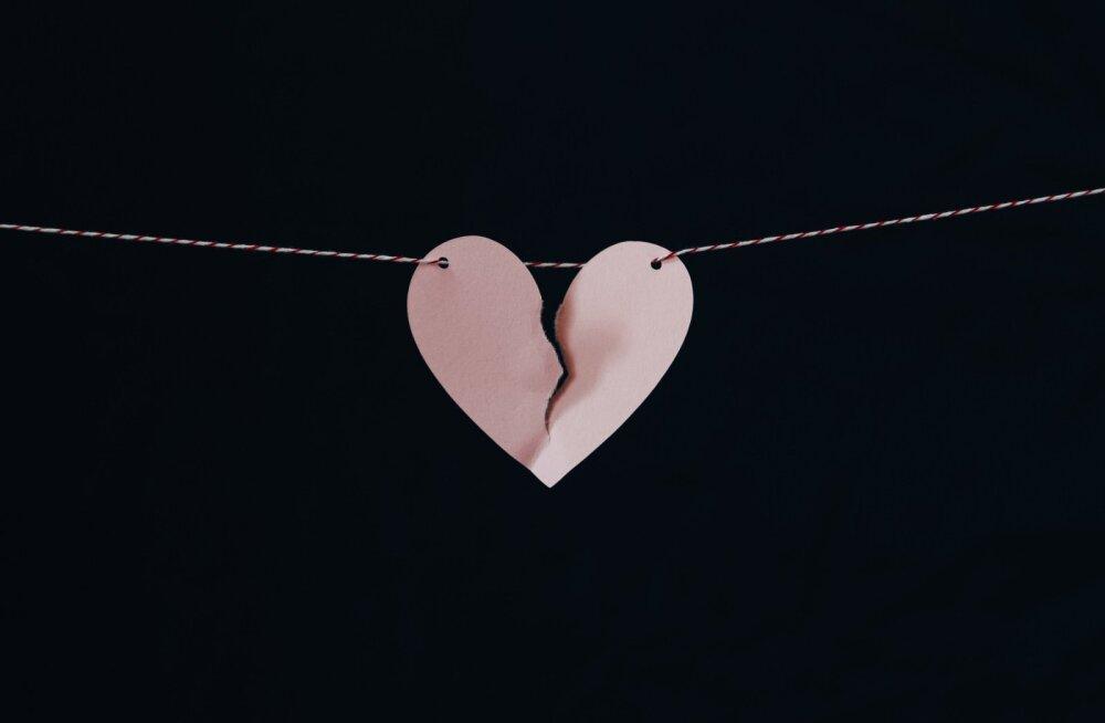Murtud süda võib tõesti tappa! Naine sai infarkti ja olekski peaaegu surnud, kui kallim ta teise naise pärast maha jättis